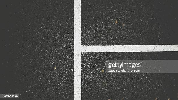 full frame shot of road markings - marca de rua - fotografias e filmes do acervo