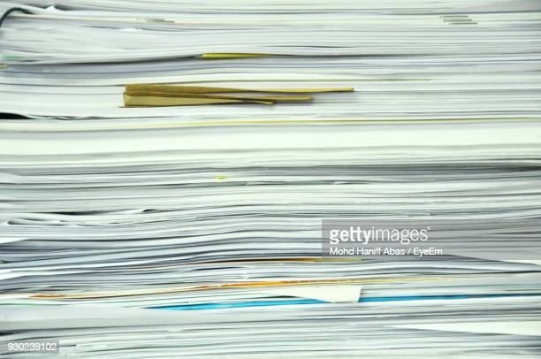 full frame shot of stacked documents - formulário documento - fotografias e filmes do acervo