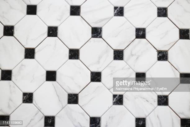 full frame shot of tiled floor - pavimento di mattonelle foto e immagini stock