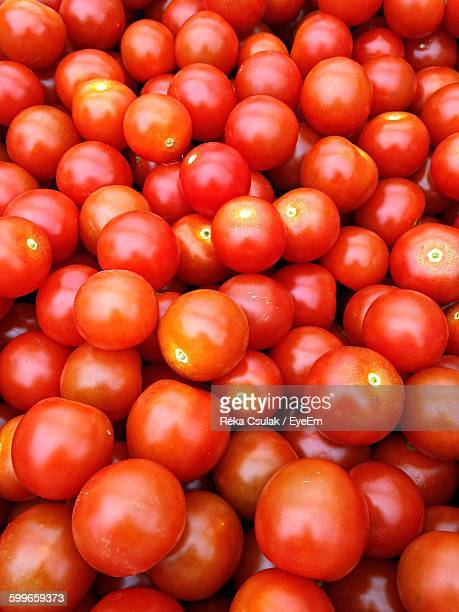 Full Frame Shot Of Tomatoes In Crate