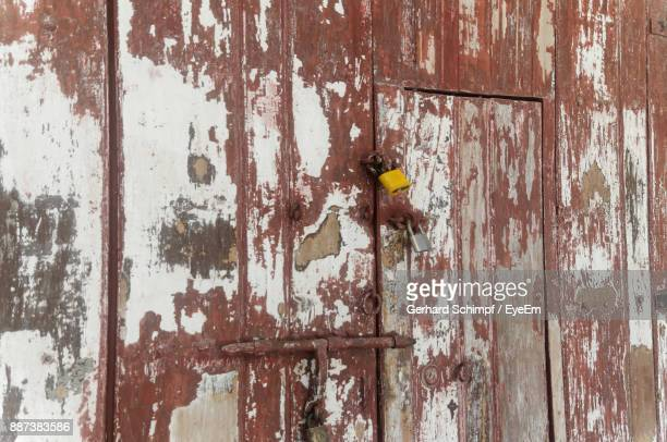 full frame shot of weathered door - gerhard schimpf stock pictures, royalty-free photos & images