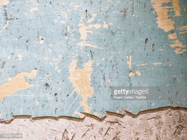 full frame shot of weathered wall - noam cohen stock pictures, royalty-free photos & images