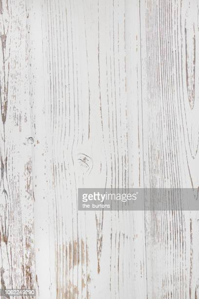 full frame shot of white painted wooden wall - hout stockfoto's en -beelden