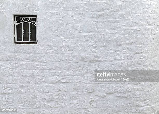 full frame shot of whitewashed building with window - alessandro miccoli fotografías e imágenes de stock