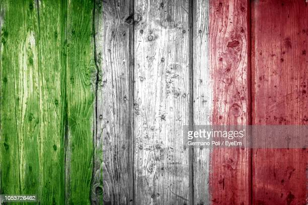 full frame shot of wooden wall - italian flag stock pictures, royalty-free photos & images