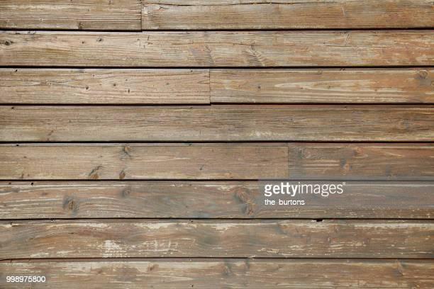 full frame shot of wooden wall - bauholz brett stock-fotos und bilder