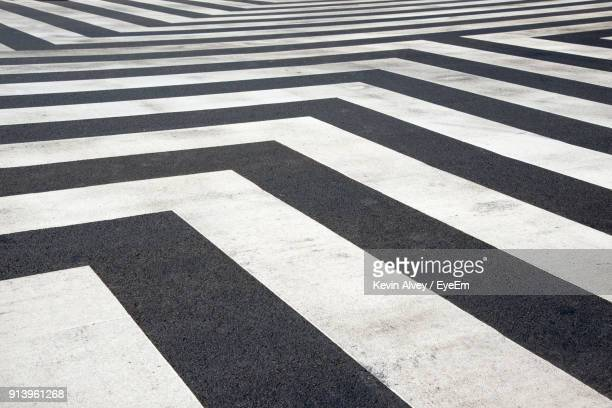 full frame shot of zebra crossing - marca de rua - fotografias e filmes do acervo