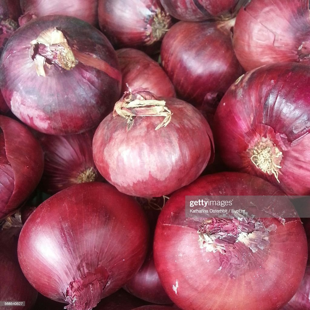 Full Frame Shots Of Red Onions : Stock Photo
