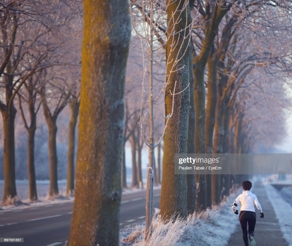 Full Length Of A Woman Running On Footpath In City : Stockfoto