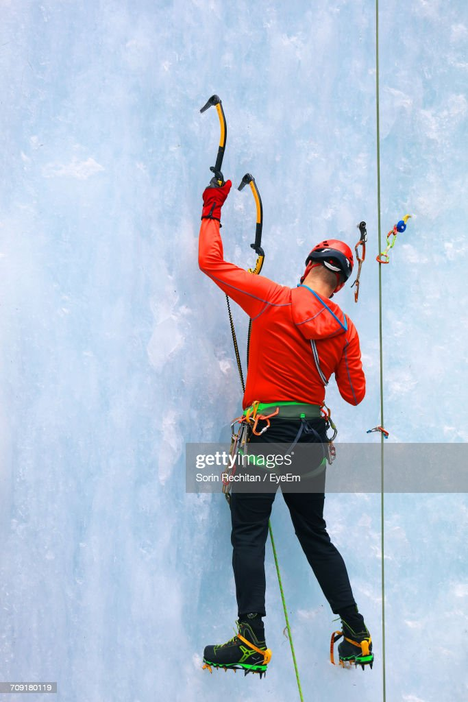 Full Length Of Man Climbing Glacier : ストックフォト
