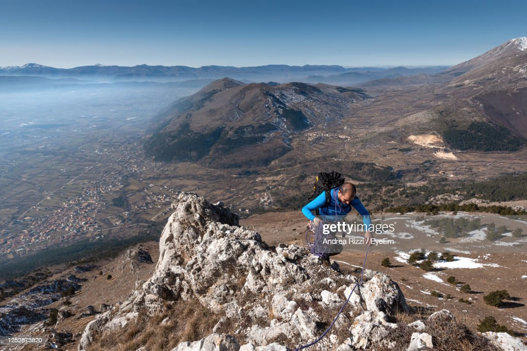 Full Length Of Woman On Rocks Against Mountains : Foto stock