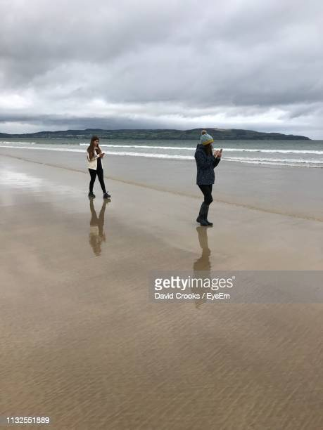 full length of women at beach against sky - castle rock colorado stock pictures, royalty-free photos & images