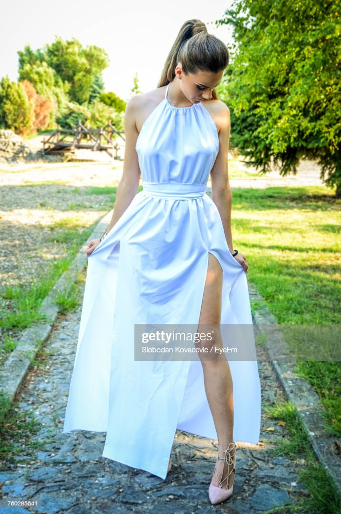 Full Length Of Young Woman Standing Against Tree : Foto de stock