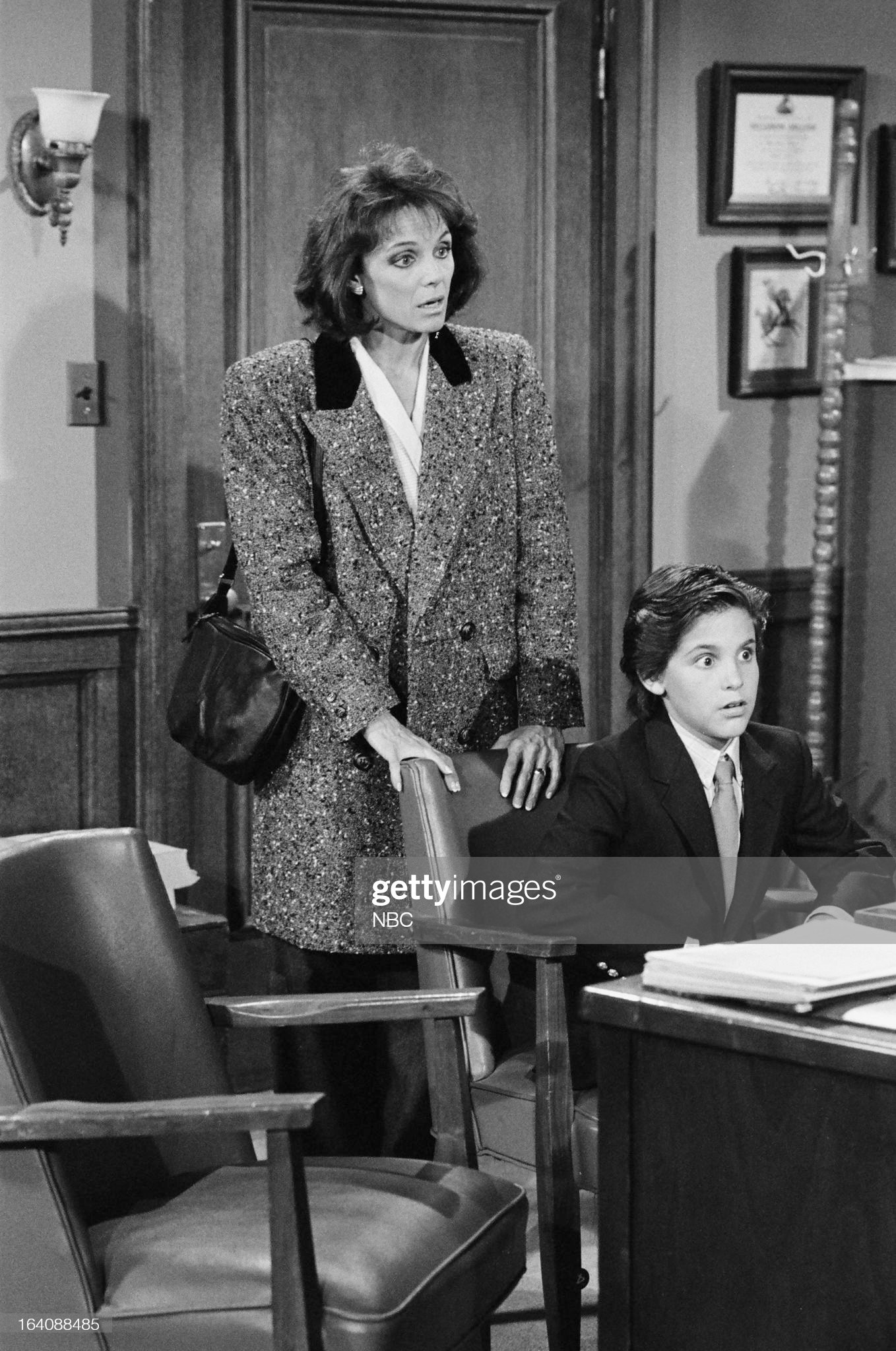 full-moon-episode-201-pictured-valerie-harper-as-valerie-hogan-jeremy-picture-id164088485