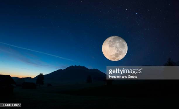 full moon, karwendel, bavaria, germany - pleine lune photos et images de collection
