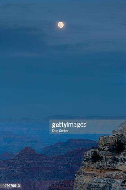 full moon over grand canyon - don smith stock pictures, royalty-free photos & images