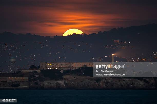full moon rises over alcatraz - alcatraz stock photos and pictures