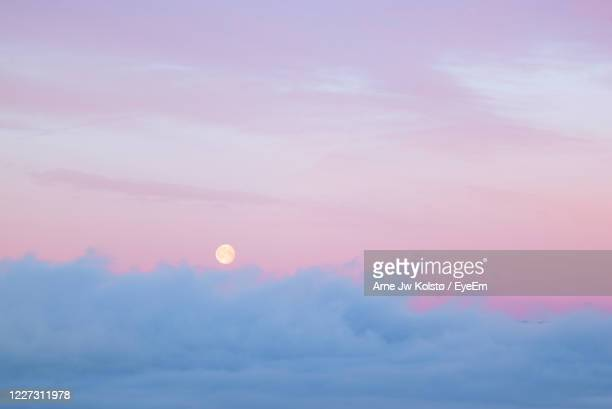full moon sets over morning fog at dawn - arne jw kolstø stock pictures, royalty-free photos & images