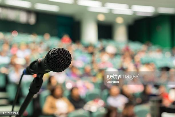 full of audience - press conference stock pictures, royalty-free photos & images