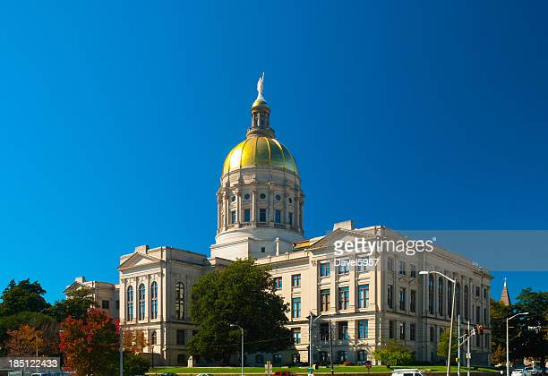 a full photo of the georgia state capitol building - atlanta georgia stock pictures, royalty-free photos & images