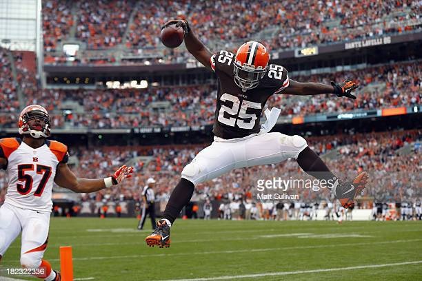 Fullback Chris Ogbonnaya of the Cleveland Browns celebrates after scoring a touchdown in front of linebacker Vincent Rey of the Cincinnati Bengals at...