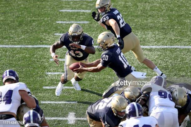 Fullback Nelson Smith of the Navy Midshipmen takes a handoff from quarterback Malcolm Perry to score against the Holy Cross Crusaders in the second...