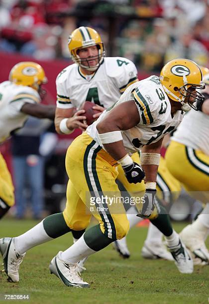 Fullback William Henderson acts as a tight end as quarterback Brett Favre of the Green Bay Packers looks for a receiver in the endzone against the...