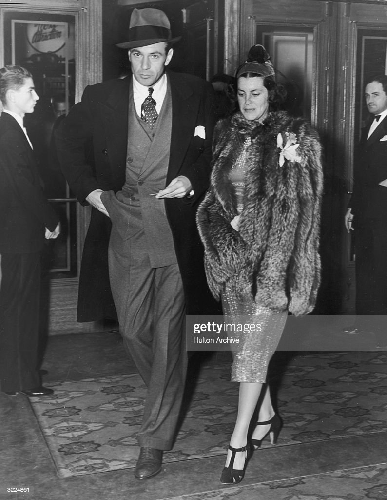 Gary Cooper And Wife : News Photo