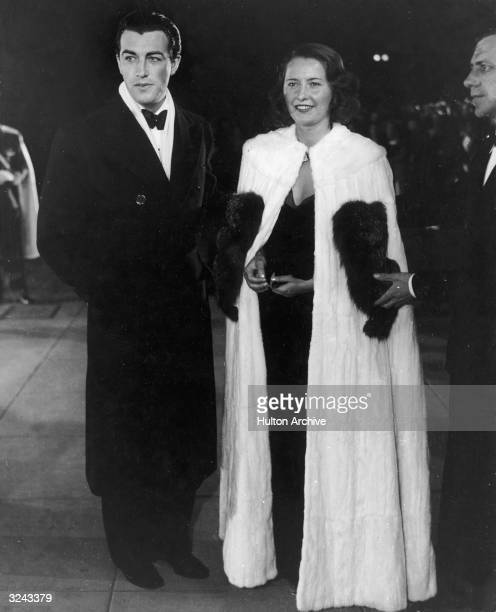 Fulllength image of American actors Robert Taylor and Barbara Stanwyck attending the premiere of director Robert Z Leonard's film 'The Great...