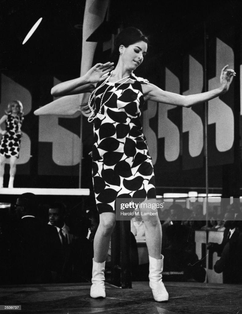 1960s Go-Go Dancer : News Photo