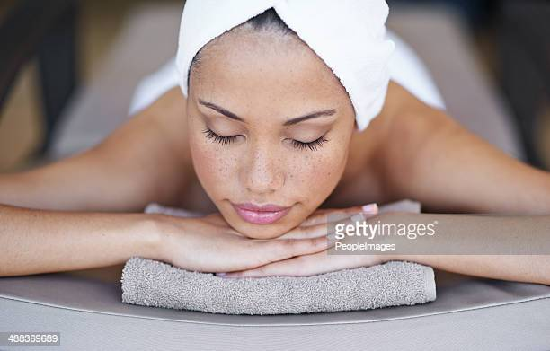 fully relaxed - spa treatment stock pictures, royalty-free photos & images