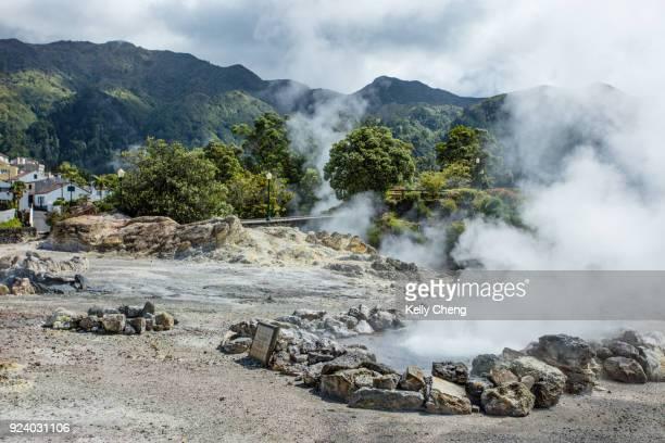 fumarolas of lagoa das furnas - paisaje volcánico fotografías e imágenes de stock