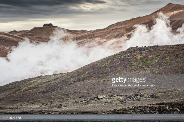 fumarole with smoke at namafjall hverir geothermal area, myvatnssveit, northeast iceland, iceland - francesco riccardo iacomino iceland foto e immagini stock