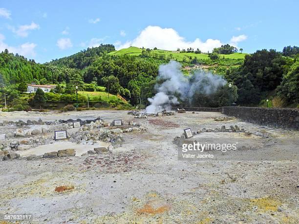 fumaroles in furnas, azores - paisaje volcánico fotografías e imágenes de stock