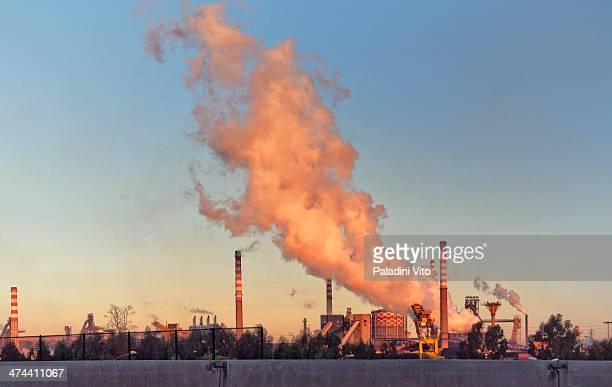 CONTENT] Fumate ciminiere acciaierie Ilva Lo smog che produce da da vivere ma anche da morire