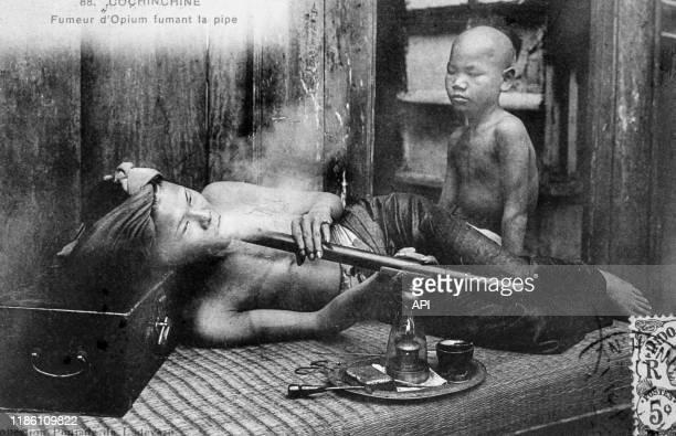 Fumerie d'opium en Indochine, au XIXème siècle.