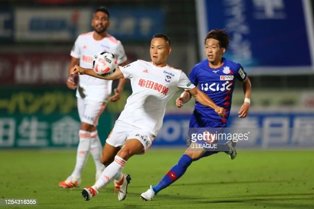 Fumiya Hayakawa of Albirex Niigata in action during the J.League Meiji Yasuda J2 match between Ventforet Kofu and Albirex Niigata at the Yamanashi...