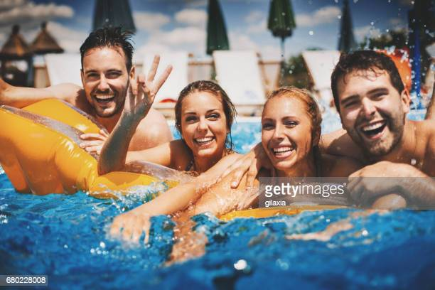 fun at poolside. - piscina pubblica all'aperto foto e immagini stock