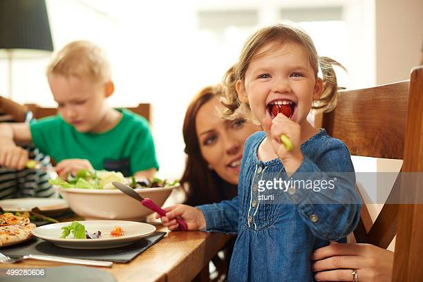 Divertente famiglia ai pasti