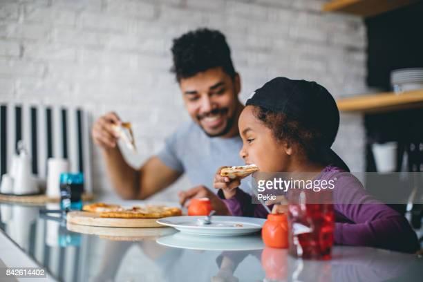 Repas familial amusant