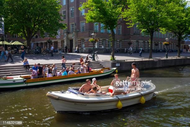 運河で楽しい - ライデン ストックフォトと画像