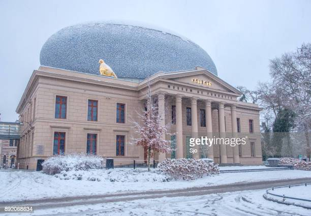 fundatie museum in the city center of  zwolle in winter - zwolle stock photos and pictures