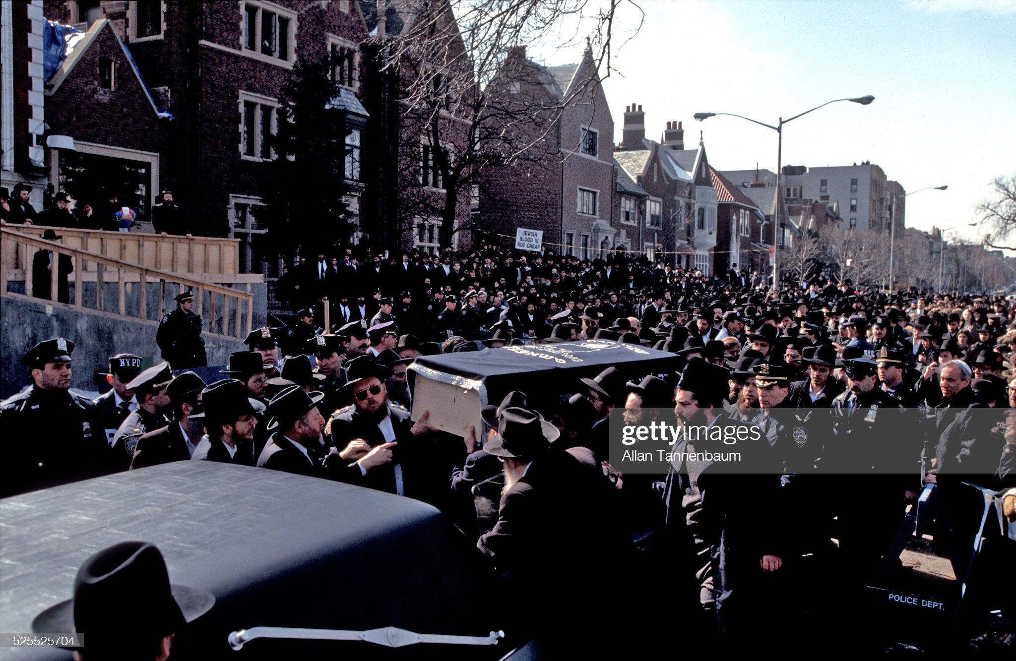 [Image: funeral-at-lubavitcher-hq-for-yeshiva-st...=2048x2048]