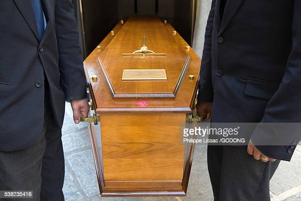 funeral. coffin carriers. - sarg stock-fotos und bilder