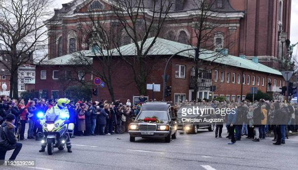 Funeral cortege during the memorial service for Jan Fedder at Hamburger Michel on January 14 2020 in Hamburg Germany German actor Jan Fedder was...