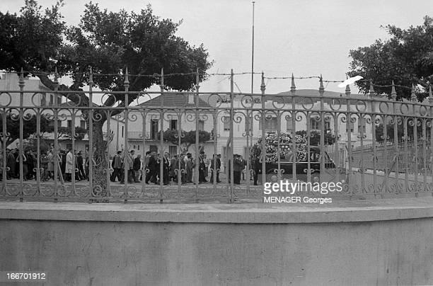 Funeral In Bone Algeria A Bône en Algérie le 16 décembre 1960 lors des obsèques de jeunes manifestants tués par des militaires le 13 décembre 1960 un...