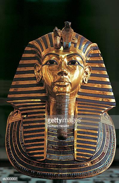 funeral mask of tutankhamun - tutankamon fotografías e imágenes de stock