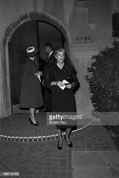 Funeral Of American Actor Gary Cooper En mai 1961 aux Etats unis à Los Angeles lors des funérailles de l'acteur américain Gary COOPER sa femme...