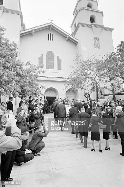 Funeral Of American Actor Gary Cooper En mai 1961aux Etats unis à Los Angeles lors des funérailles de l'acteur américain Gary COOPER des hommes...