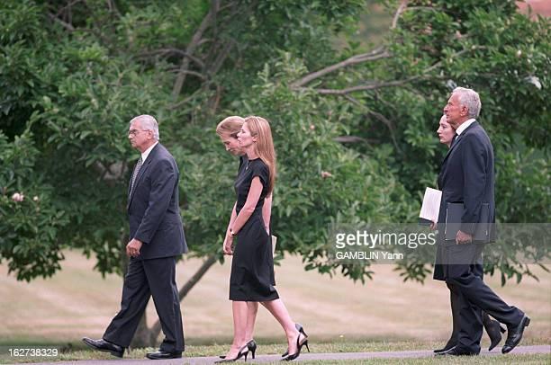 Funeral Of Anthony Radziwill In East Hampton Lee et Carole Ann Radziwill Ed et Caroline Schlossberg et leurs 3 enfants Rose Tatiana et John Le...